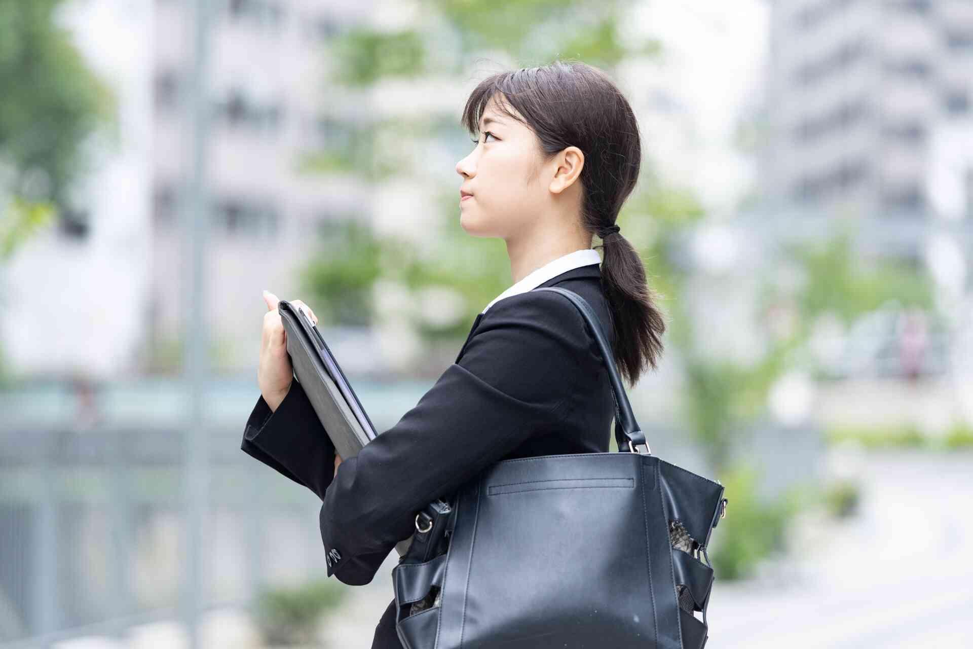 大学中退の就職は厳しい?-理由についても解説-