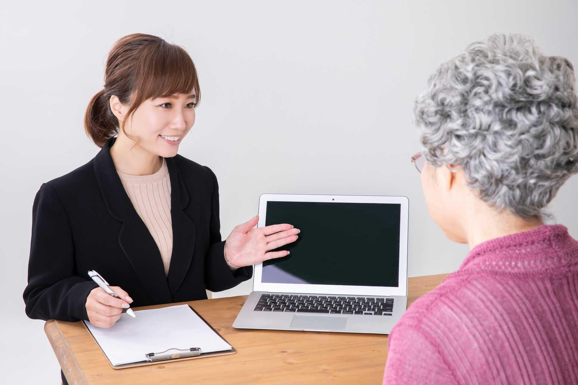 聞き上手な人に向いてる仕事を紹介!-自分の特徴を活かした職業を見つける方法とコツ-