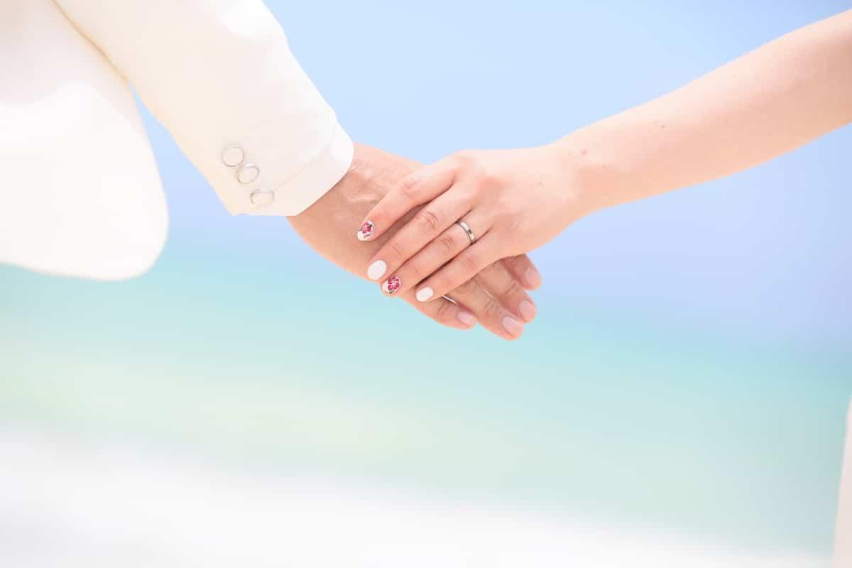 結婚と転職はどちらを優先すべき?【転職を成功させるポイントも】